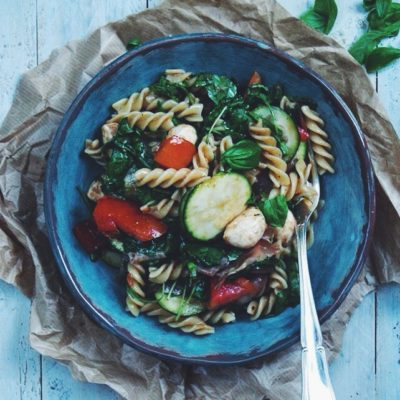 Salade de pâtes, courgettes, mozza & jambon cru