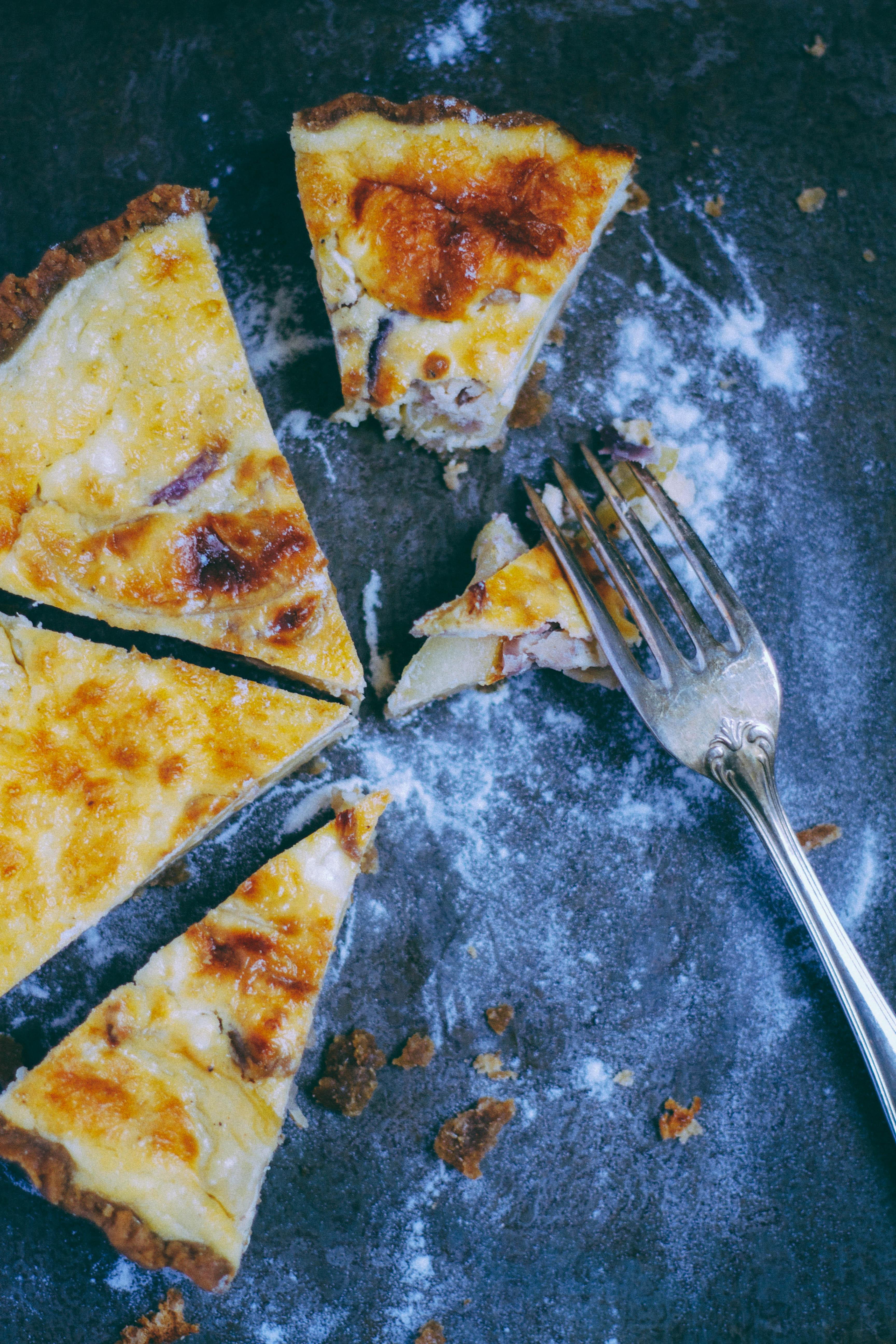 Tarte chèvre, pommes & oignons caramélisés {Pâte à l'huile d'olive & farine de seigle}
