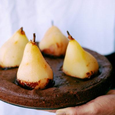 Fondant au chocolat & poires pochées aux épices