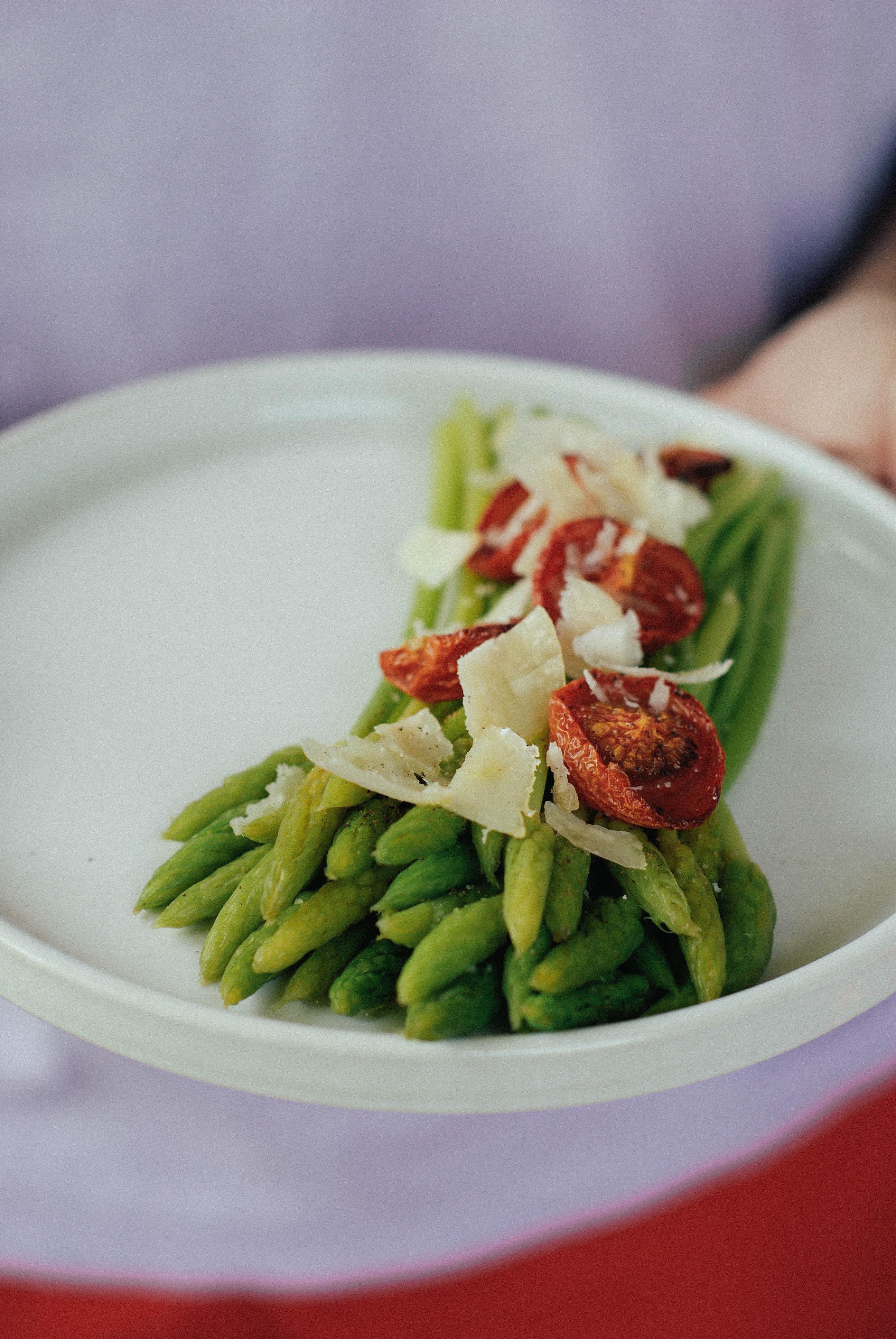 Salades d'ornithogales, tomates séchées & parmesan