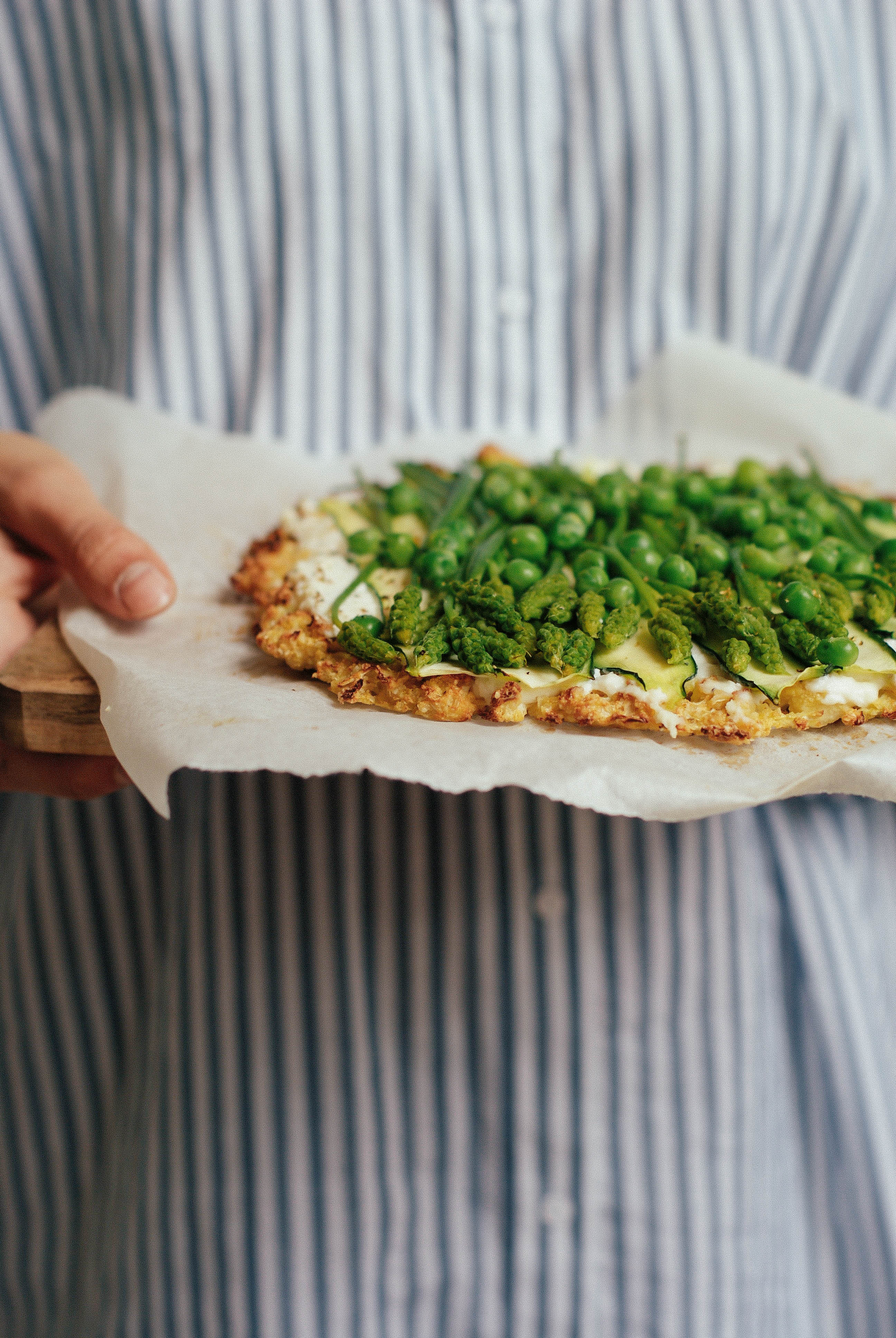 {Pizza base chou-fleur} ricotta & légumes verts