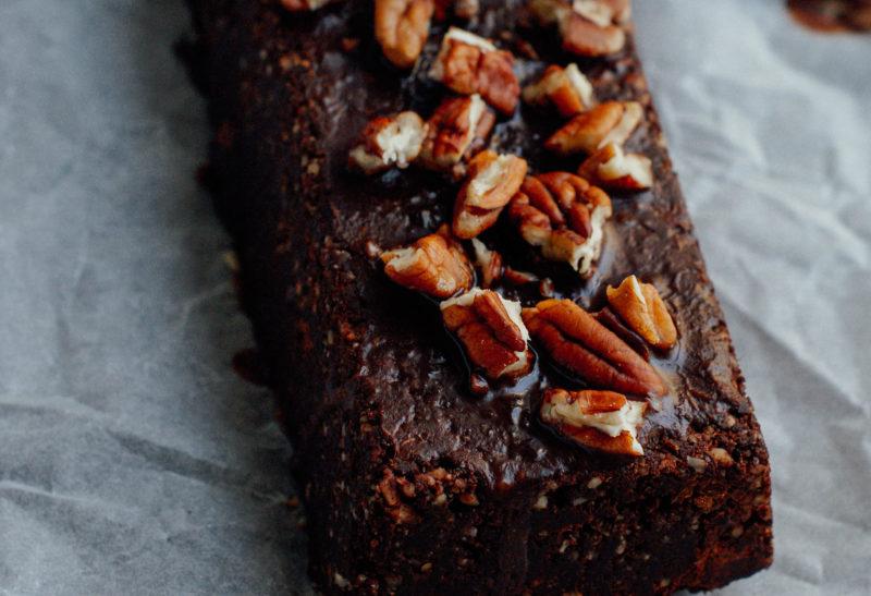 Brownie cru au noix de pécan et noisettes
