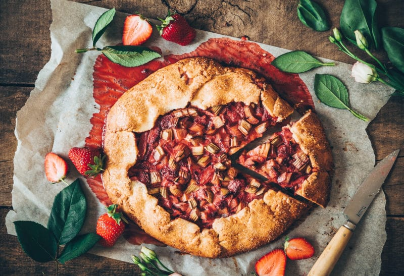 Tarte rustique fraises & rhubarbe