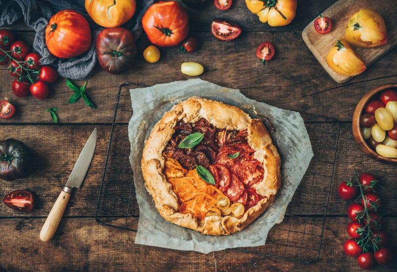 Tarte rustique aux tomates multicolores