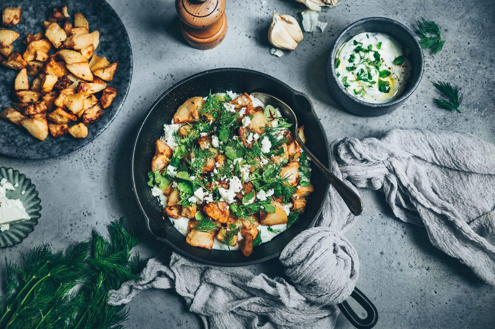 Salade de pommes de terre, feta et sauce yaourt