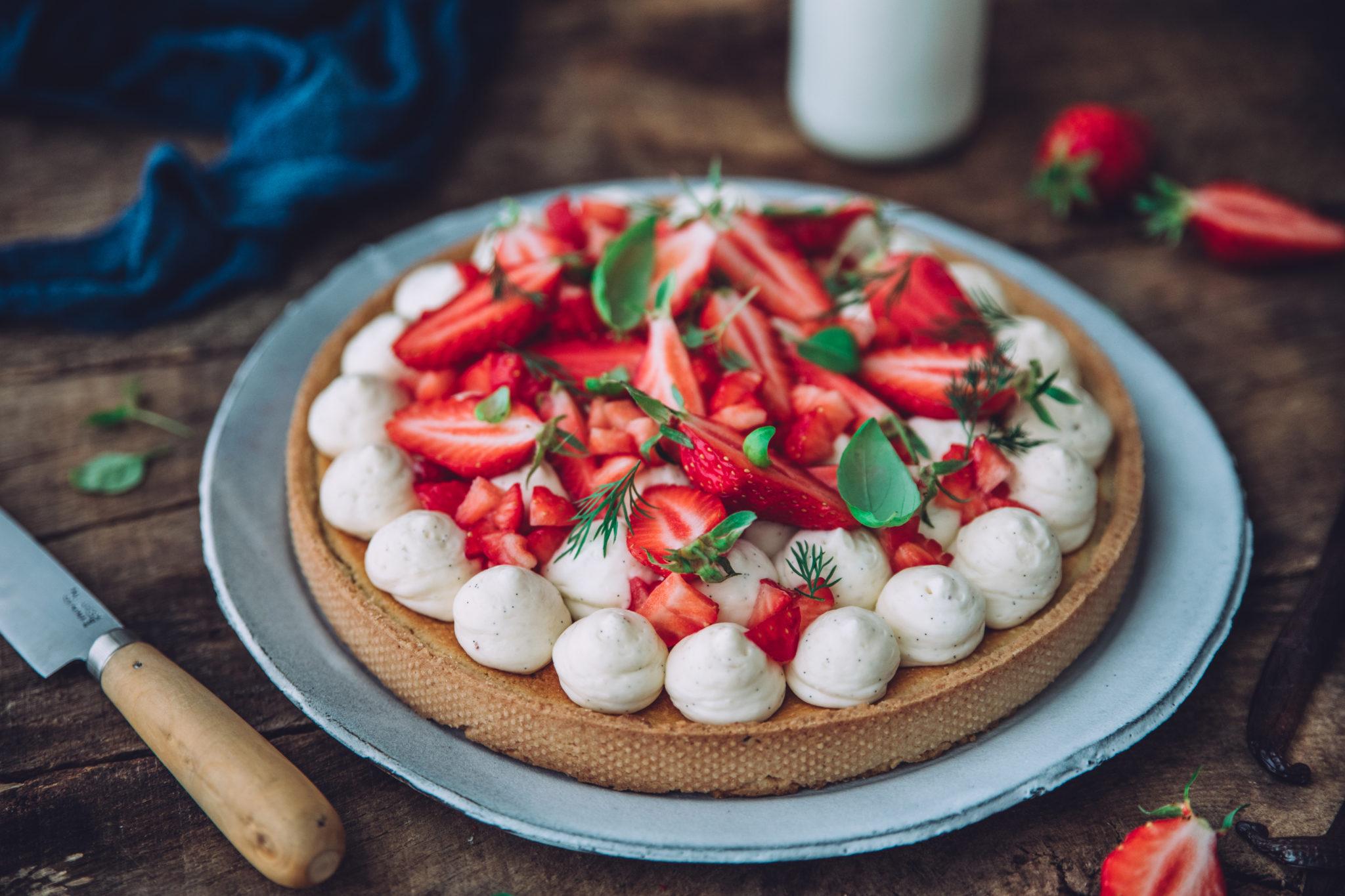 Tarte aux fraises, amandes, crème diplomate à la vanille